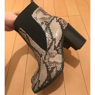 ジーユー(GU)のブーツ クロコダイル柄(ブーティ)