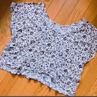 ユニクロ(UNIQLO)のUNIQLO 花柄Tシャツ(Tシャツ(半袖/袖なし))