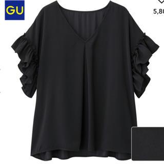 ジーユー(GU)のGU サテン ラッフル ブラウス ブラック 半袖 フリル L(シャツ/ブラウス(半袖/袖なし))