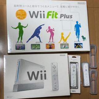 ウィー(Wii)の任天堂 Wii本体 バランスボード  マリオソフトなど コントローラ付き(家庭用ゲーム本体)