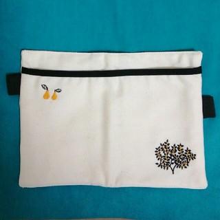 ミナペルホネン(mina perhonen)の刺繍カードケース skyfish graphix(その他)