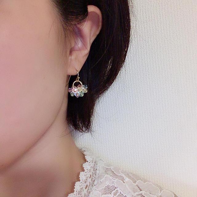 【SWAROVSKI】虹色のシャラシャラピアス・イヤリング ハンドメイドのアクセサリー(ピアス)の商品写真