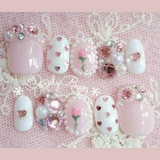 ホワイト×ちゅるんとピンクのガーリーネイル*フラワー×ハート×ドット×ビジュー