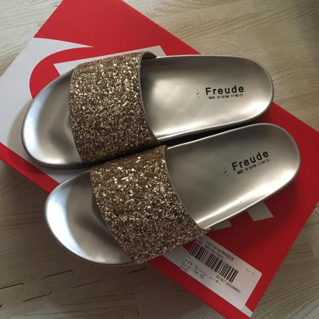 しまむら(シマムラ)のゴールドサンダル レディースの靴/シューズ(サンダル)の商品写真