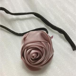 キアラフェラーニ(Chiara Ferragni)の⭐️薔薇🌹のヘアアクセサリー(ヘアゴム/シュシュ)