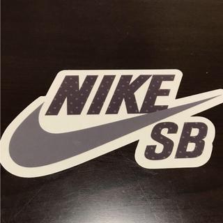 ナイキ(NIKE)の【縦8cm横15cm】NIKE SB ステッカー ドット柄(ステッカー)