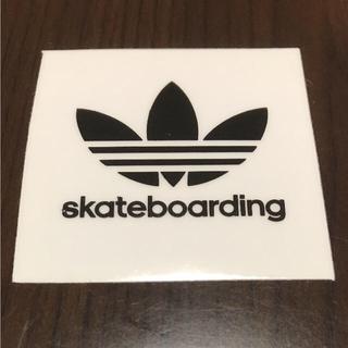 アディダス(adidas)の【縦5cm横5cm】adidas skateboard ingステッカー(ステッカー)