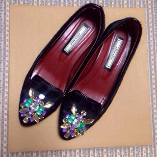 アウラアイラ(AULA AILA)の ビジューフラットシューズ(ローファー/革靴)