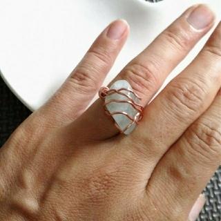 グリーンルチル タンブル 指輪 パワーストーン 天然石 ワイヤーリング 一点物(リング(指輪))