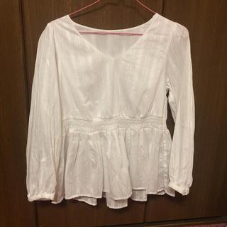 ジーユー(GU)のブラウス(Tシャツ(長袖/七分))