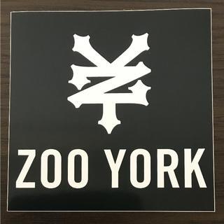 ズーヨーク(ZOO YORK)の【縦10cm横10cm】ZOO YORK  ロゴ ステッカー(ステッカー)