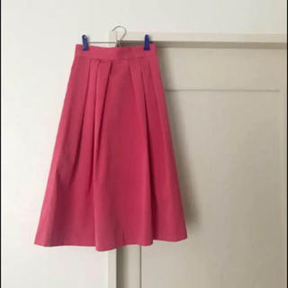 アンドクチュール(And Couture)のand couture タフタタックフレアスカート ピンク(ひざ丈スカート)
