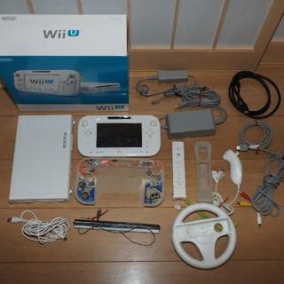 ウィーユー(Wii U)のWiiU BASICセット+ソフト(WiiU,Wii)付属品多数(家庭用ゲーム本体)