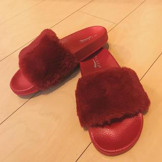 イエローブーツ(Yellow boots)のfashion nova レッド ファーサンダル ❤︎ ファッションノヴァ(サンダル)