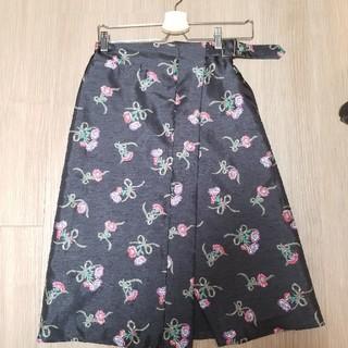 デイシー(deicy)のDEICY 花柄サテンスカート(ひざ丈スカート)