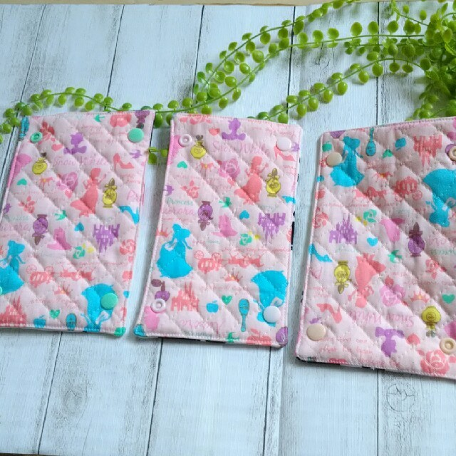 アリス&シンデレラ 肩紐カバー 16 ハンドメイドのキッズ/ベビー(外出用品)の商品写真