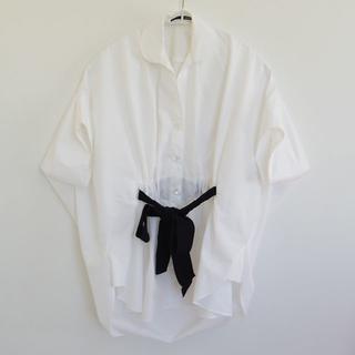 サカヨリ(sakayori)のsakayori.リボンシャツ◆サカヨリ 白×黒36サイズ リボンブラウス 半袖(シャツ/ブラウス(半袖/袖なし))