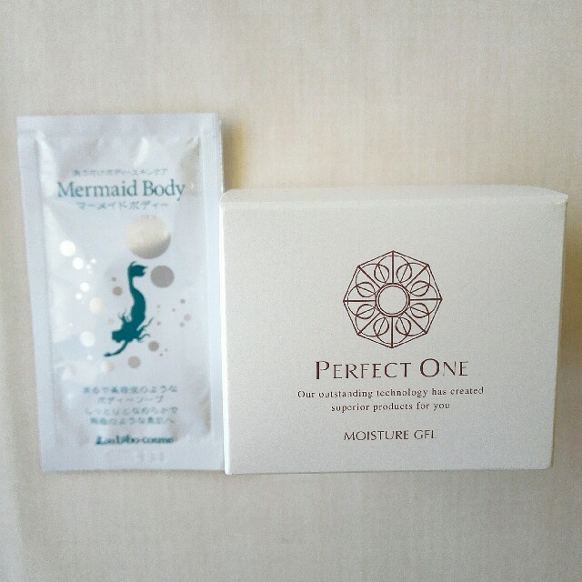 PERFECT ONE(パーフェクトワン)の新品未開封!パーフェクトワン オマケつき! コスメ/美容のスキンケア/基礎化粧品(オールインワン化粧品)の商品写真
