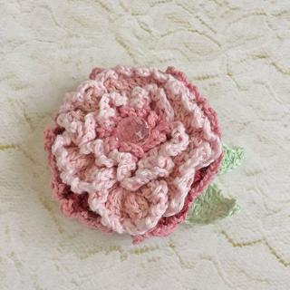 八重咲、大輪*ピンクのコサージュ風ブローチ(コサージュ/ブローチ)