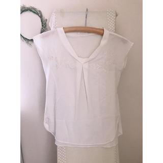 アクアガール(aquagirl)の刺繍ブラウス「 8月末まで限定出品 * 」(シャツ/ブラウス(半袖/袖なし))