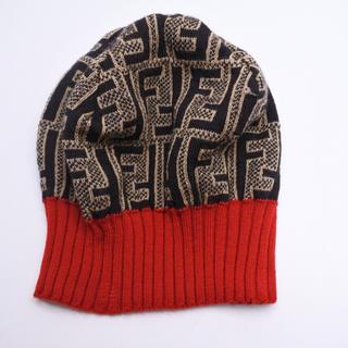 フェンディ(FENDI)のフェンディ ニット帽 ビーニー ズッカ ブラウン ブラック レッド 帽子 (ニット帽/ビーニー)
