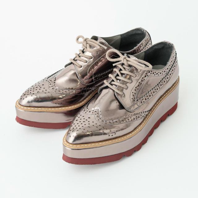 mystic(ミスティック)のmystic シャイニーウィングチップシューズ レディースの靴/シューズ(ローファー/革靴)の商品写真