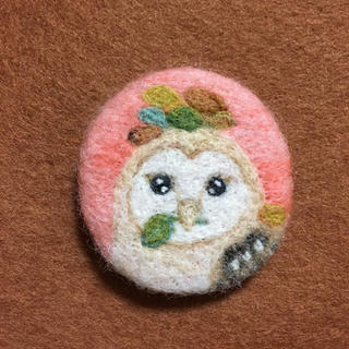 羊毛フェルトブローチ メンフクロウ (コサージュ/ブローチ)