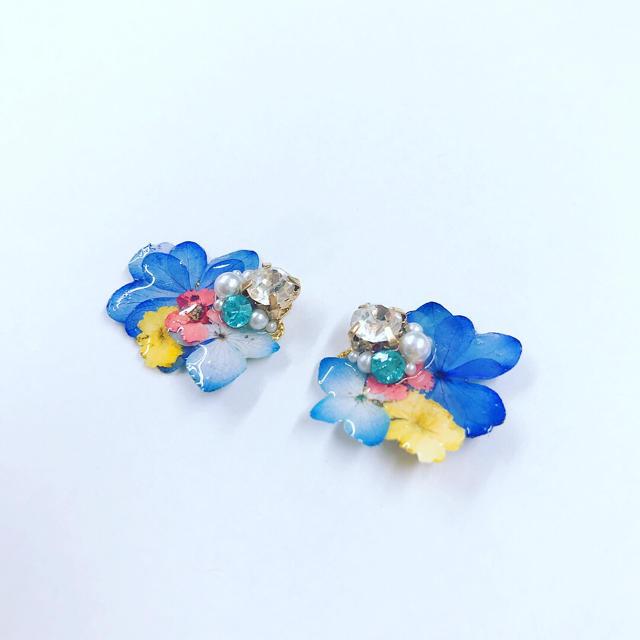 ブルー系お花ピアス ハンドメイドのアクセサリー(ピアス)の商品写真