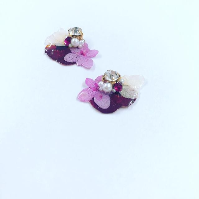 赤紫系お花ピアス ハンドメイドのアクセサリー(ピアス)の商品写真