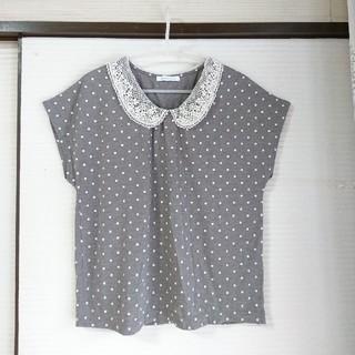 ローリーズファーム(LOWRYS FARM)の水玉トップス ◆グレー×白 L レースの襟 (カットソー(半袖/袖なし))