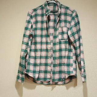 ジーユー(GU)のGU メンズ チェックシャツ グリーン ピンク M(シャツ)