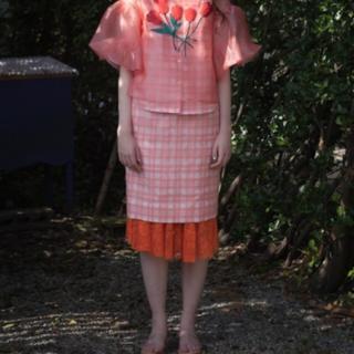 アッシュペーフランス(H.P.FRANCE)のsiiilonチューリップトップス&ギンガムチェックのスカート(Tシャツ(半袖/袖なし))