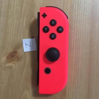 ニンテンドースイッチ(Nintendo Switch)の美品 ジョイコン 右 ネオンレッド 動作正常 コントローラー(家庭用ゲーム本体)