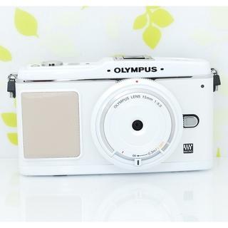 オリンパス(OLYMPUS)の★超可愛いホワイト♪すぐ使える!予備バッテリー付き☆オリンパス E-P1★(ミラーレス一眼)