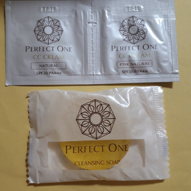 PERFECT ONE(パーフェクトワン)のパーフェクトワン モイスチャージェル75g 2個セット コスメ/美容のスキンケア/基礎化粧品(オールインワン化粧品)の商品写真