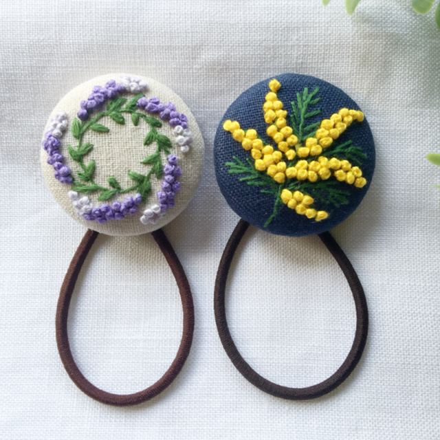 [くるみ様専用です] 刺繍ヘアゴム  レディースのヘアアクセサリー(ヘアゴム/シュシュ)の商品写真