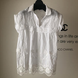 ZARA - 今シーズンアイテム✨ZARA刺繍半袖シャツ✨