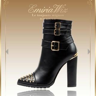 エミリアウィズ(EmiriaWiz)のEmiriaWiz ベルト付きスタッズショートブーツ(ブーツ)