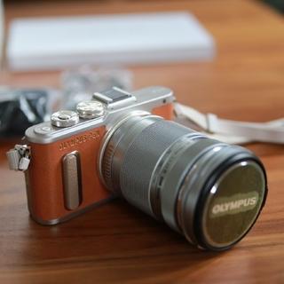 オリンパス(OLYMPUS)のオリンパス ミラーレス一眼カメラ PEN e-pl8 ブラウン 美品(ミラーレス一眼)