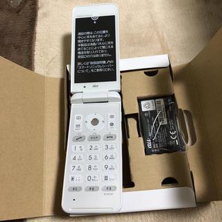 キョウセラ(京セラ)のSIMフリー au ガラホ GRATINA4G 白 新品 未使用(携帯電話本体)