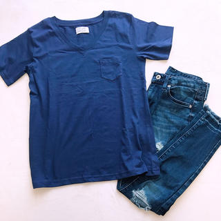 アベイル(Avail)のVネックTシャツ(Tシャツ(半袖/袖なし))
