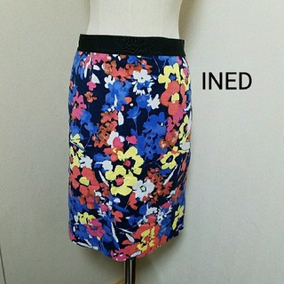 イネド(INED)のINED スカート(ひざ丈スカート)