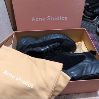 ACNE studious スニーカー