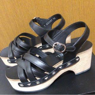 CHANEL - 新品 定価10万 シャネル ロゴサンダル ブラック サイズ35