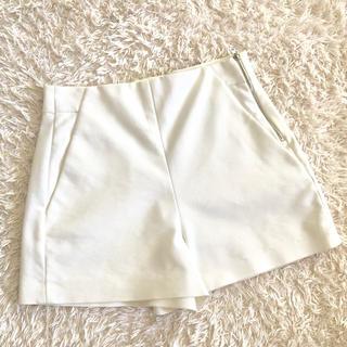 ザラ(ZARA)のZARA ホワイトショートパンツ♡(ショートパンツ)