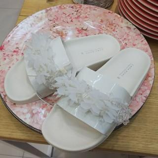 ザラ(ZARA)の新品 ZARA ザラ サンダル ビジュー 白 ホワイト ビーズ スリッパ(サンダル)