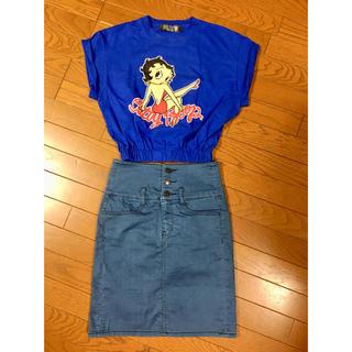 ジーユー(GU)のベティブーのTシャツとGUスカート(Tシャツ(半袖/袖なし))