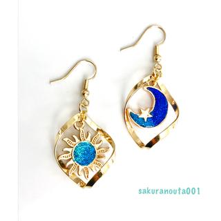 イヤリング変更無料☻Gold&Blue 月と太陽のアシンメトリーピアス(ピアス)