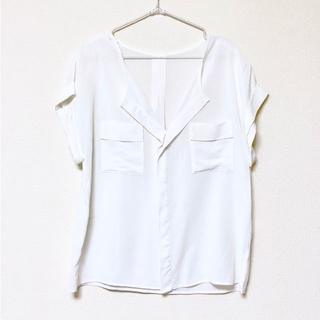 イネド(INED)のINED スキッパーシャツ ブラウス 9号(シャツ/ブラウス(半袖/袖なし))
