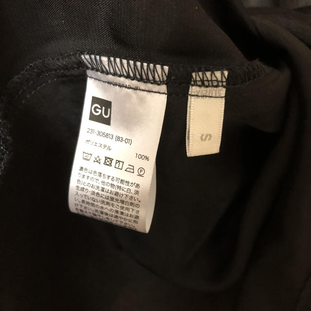 GU(ジーユー)の1回使用のみ 2018aw新作 サテンスタンドカラーブラウス GU レディースのトップス(シャツ/ブラウス(半袖/袖なし))の商品写真